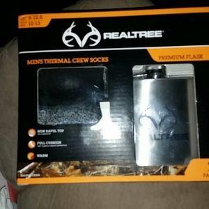 Real Tree flask and socks kit